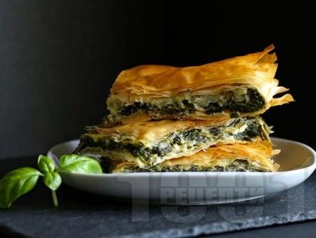 Баница със спанак, зелен лук, сирене и рикота - снимка на рецептата